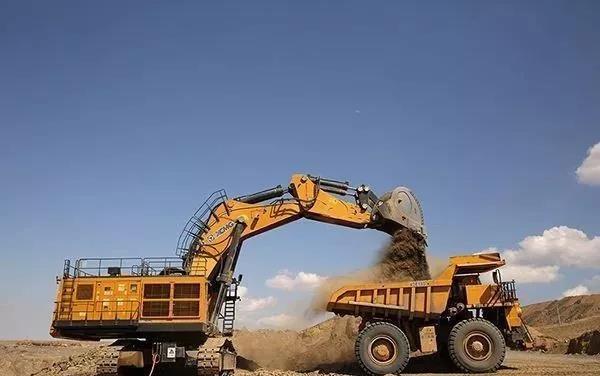 Maintenance of excavator filters